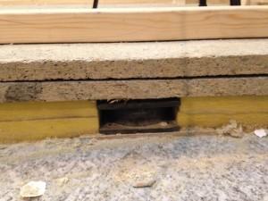 床の吸音材